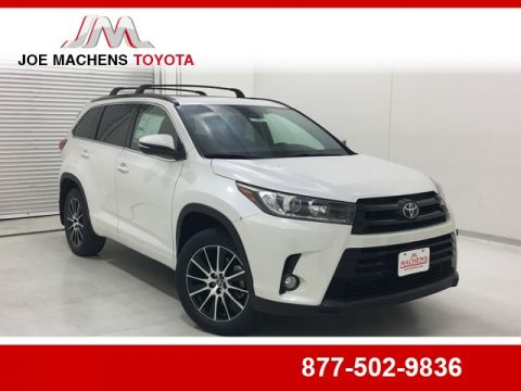New 2018 Toyota Highlander SE With Navigation & AWD
